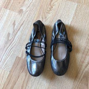 Tsubo flats metallic sz:6 women comfortable shoes